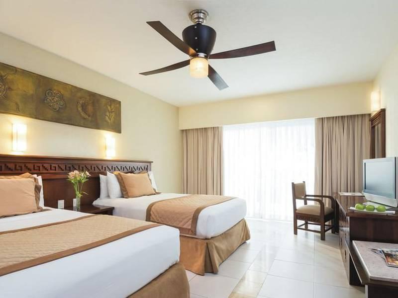 Hotel Bluebay Grand Esmeralda In Playa Del Carmen